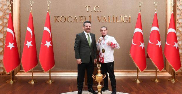WAKO Gençler Avrupa Kick Boks Şampiyonası'nda Avrupa Şampiyonu Olan Sporcumuz Sayın Valimizi Ziyaret Etti.