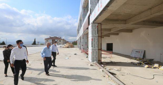 Yenikent Sosyal Tesisler'de Çalışmalar Sürüyor