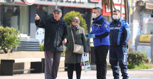Zabıta sokak sokak gezdi, 65 yaş üstü vatandaşları evlerine yönlendirdi