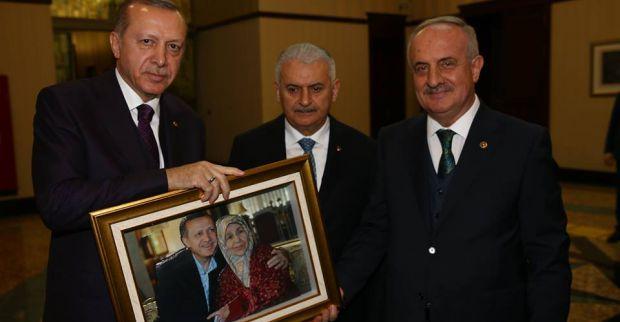 Zeki Aygün'den  Erdoğan'a sürpriz hediye